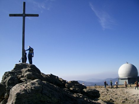 Kříž na samém vrholu hory